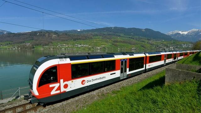 Zentralbahnkomposition am Sarnersee