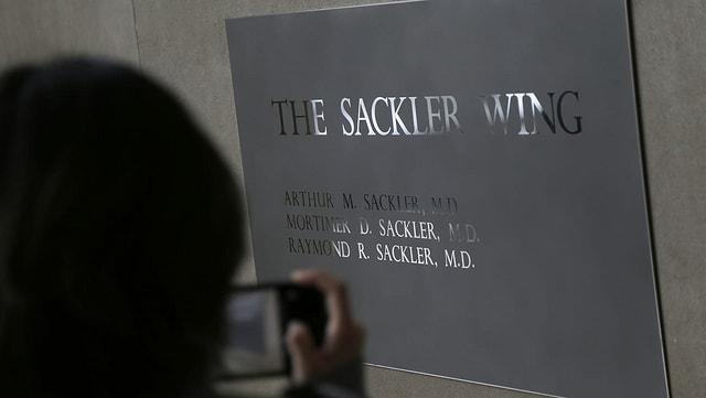 Die Sackler-Familie steht im Zuge der Opioid-Krise stark in der Kritik – auch in der Schweiz.