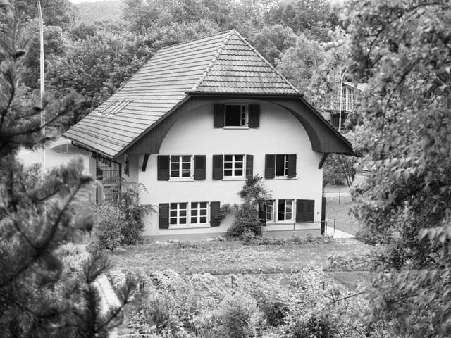 Haus in einem Waldstück beim Areal des Armeefahrzeugparks in Oberburg bei Burgdorf BE