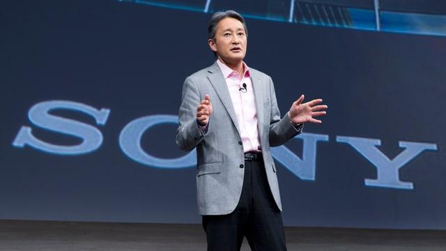 Kazuo Hirai an der Elektronikmesse CES in Las Vegas