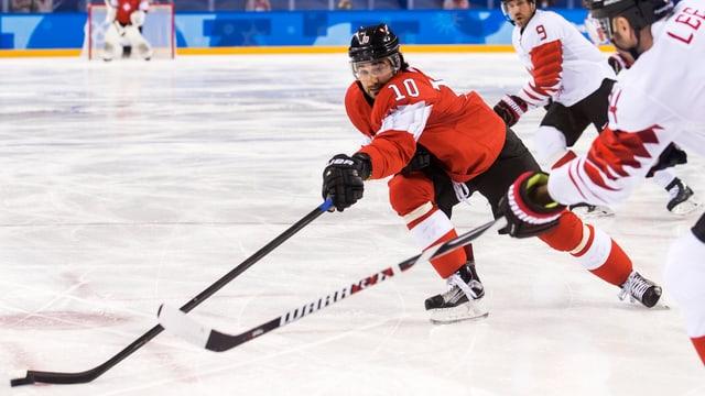 Il giugader da hockey Andres Ambühl.