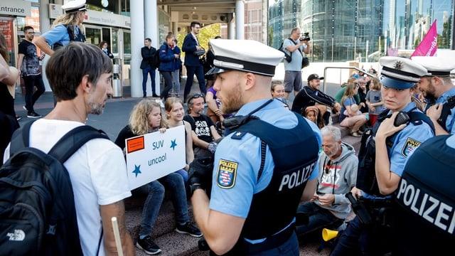 Polizisten bei IAA-Protest