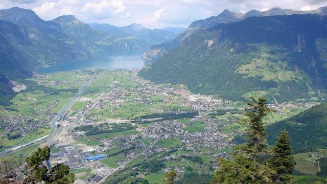 Ein Luftbild des Urner Talbodens.