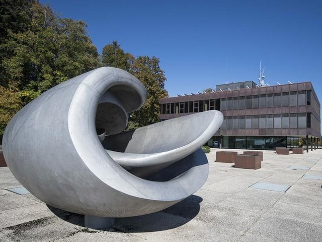 Sicht auf das Hochschul-Hauptgebäude vom Bundesamt für Sport.