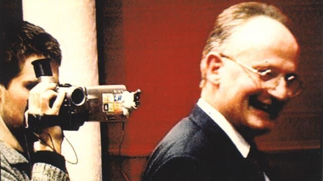 Filmer Lionel Baier mit Videokamera und sein Vater während des Drehs zu seinem Debütfilm.