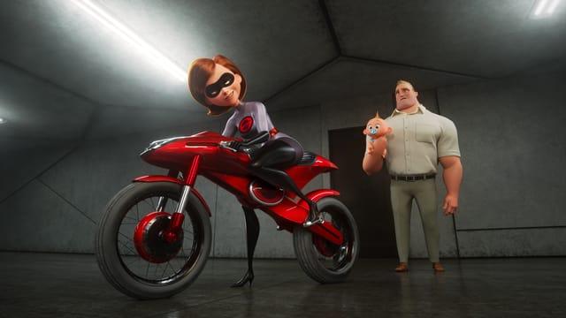 Elastigirl auf Motorrad, Papa Bob mit Baby auf Arm.