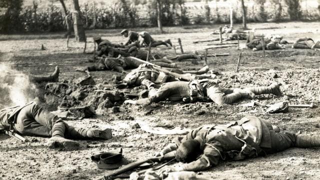 Opfer nach einer Schlacht in Frankreich während des Ersten Weltkriegs.