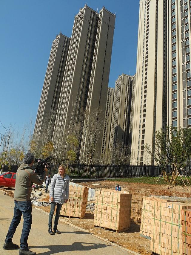 Wachstum um jeden Preis: Geisterstadt Chenggong im Süden der Metropole Kunming. Barbara Lüthi und Kameramann Laurent Stoop.