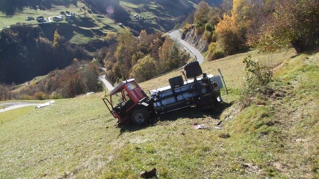 Il vehichel agricul è da la spunda giu e donnegià dal tuttafatg.