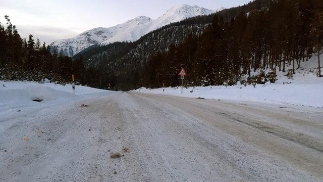 La via dal Pass dal Fuorn è bella alba, senza sal