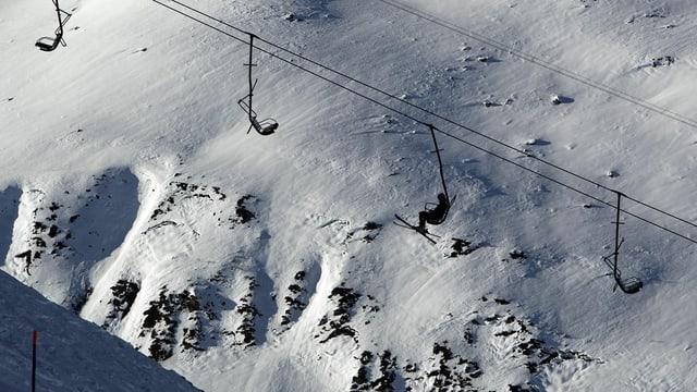 Die Lawine löste sich auf einer Höhe von 2400 Meter über Meer im Skigebiet Gemsstock abseits der Piste.