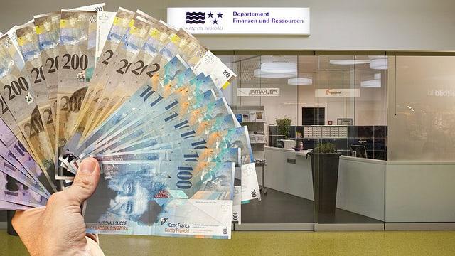 Eine Hand mit vielen Banknoten, im Hintergrund der Eingang zum Departement Finanzen und Ressourcen in der Aarauer Telli.