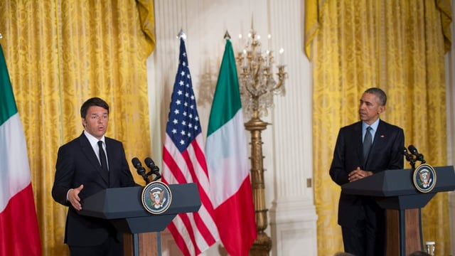Il primminister da l'Italia, Matteo Renzi pleda ad ina conferenza da medias.
