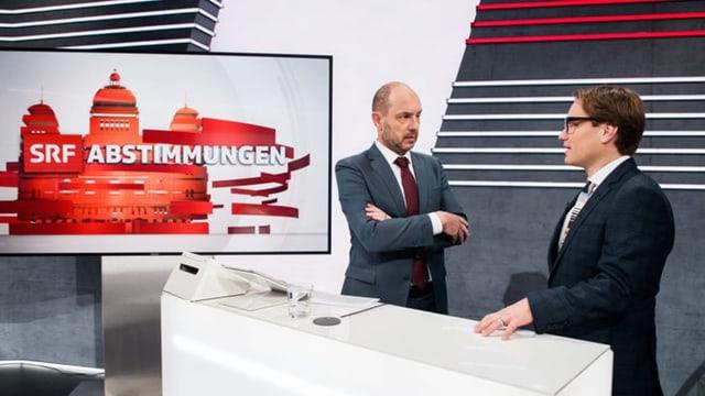Lukas Golder und Urs Leuthard diskutieren im Abstimmungsstudio.