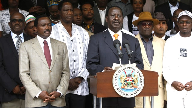 Raila Odinga inmitten seiner Anhänger