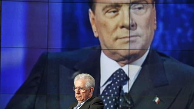Mario MOnti (unten) und Silvio Berlusconi bei Fernsehauftritten. (reuters)