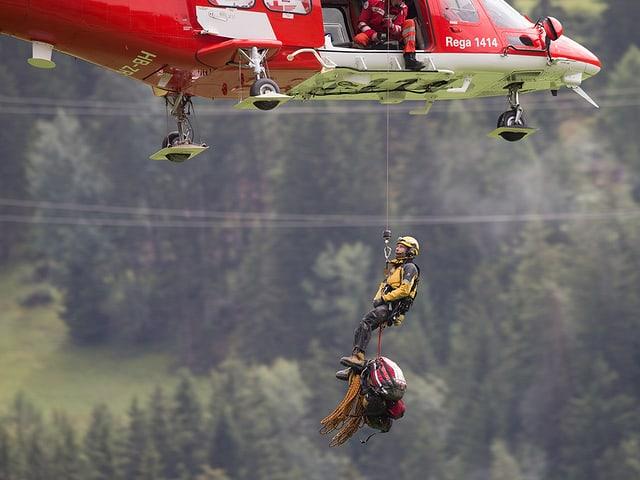 Il salvament tras il helicopter.