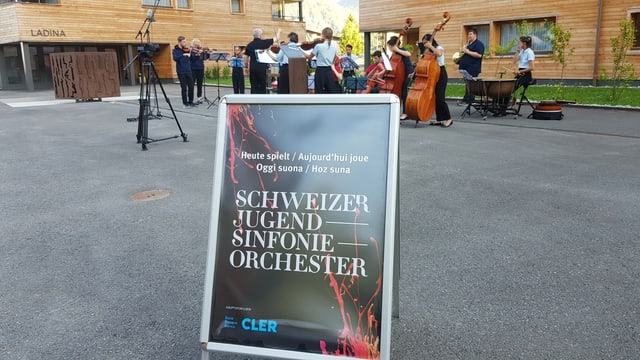Placat digl orchester sinfonic da giuvenils.