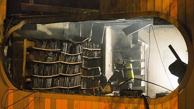 Feuerwehrmann bei der Arbeit.