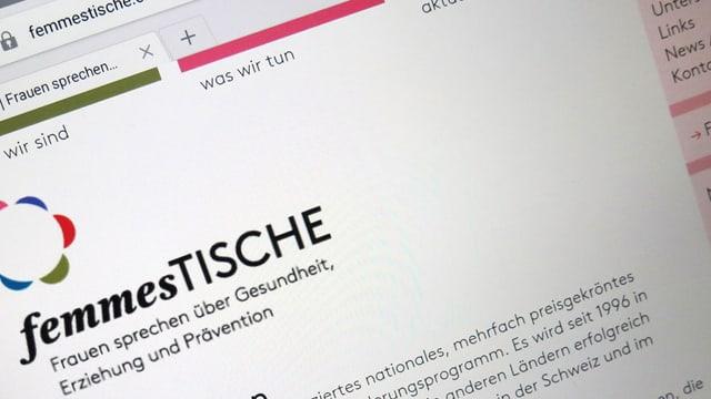 Der Screen eines Tablets, auf dem die Website www.femmestische.ch aufgerufen wurde.