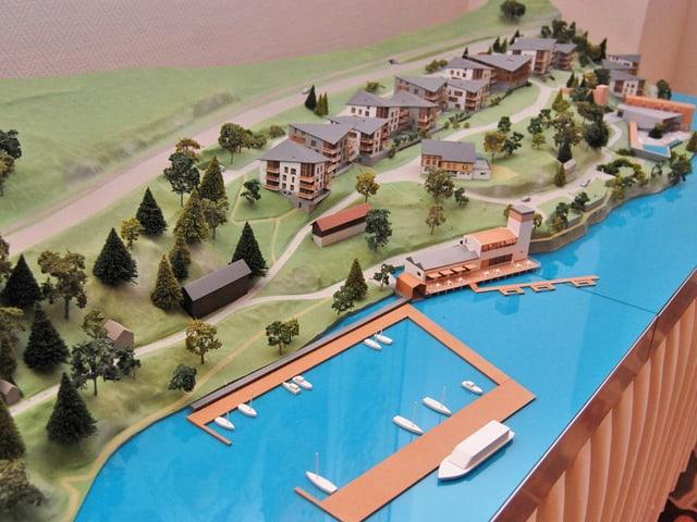 Die geplanten Gebäude am See als Modell