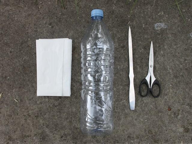 PET-Flasche, Serviette, Aale, Schere