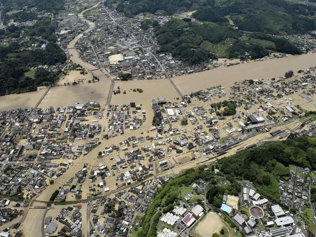 Stadt Hitoyoshi überschwemmt