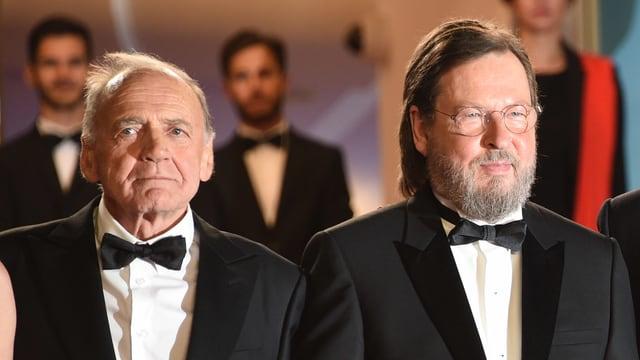 Zwei Männer in Anzügen.
