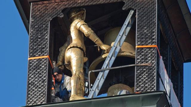 Eine vergoldete Figur im Zytglogge-Turm.