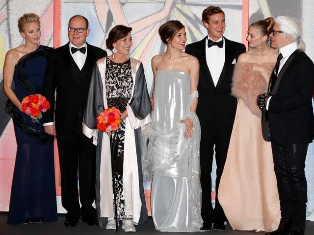 Das monegassische Fürstenpaar, Caroline von Hannover mit ihren Kindern Charlotte und Pierre (mit Freundin Béatrice Borromeo) sowie Designer Karl Lagerfeld