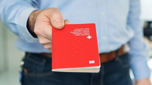 Ein roter Pass.