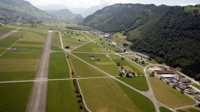 Vogelperspektive auf Flugplatz Buochs