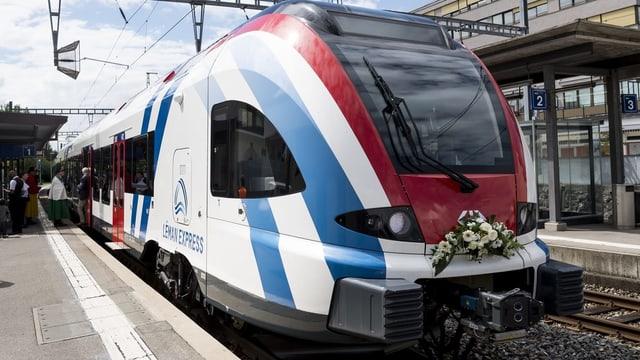 Zug Léman Express auf Gleis