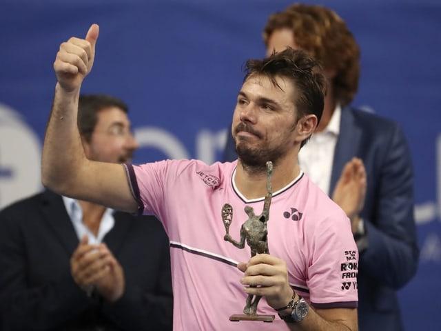 Stan Wawrinka mit der «Trophäe» des Finalverlierers.