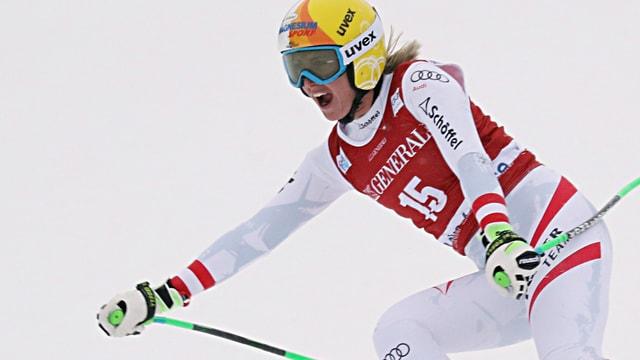 Hütter sin skis cun bucca tut averta.