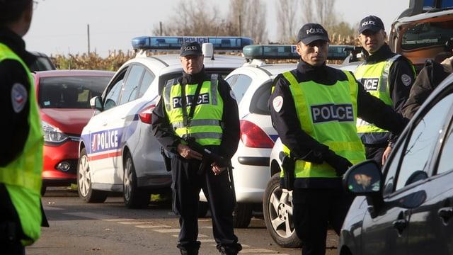 policists fan controllas severas