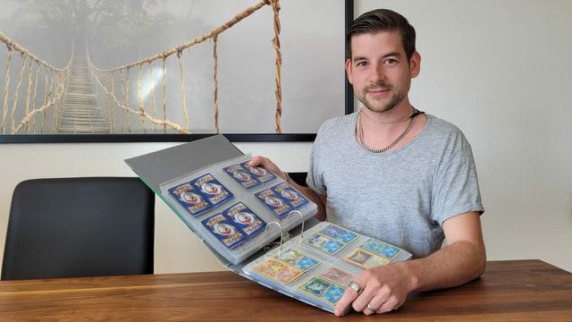Portrait Fabio Ballabio mit seiner Sammlung