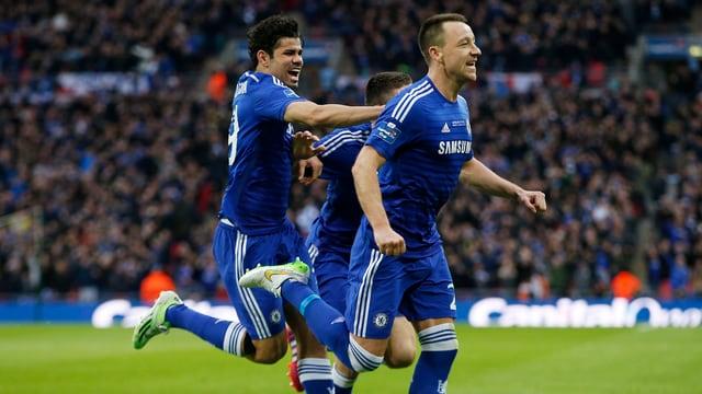 John Terry bejubelt mit Diego Costa seinen Treffer.