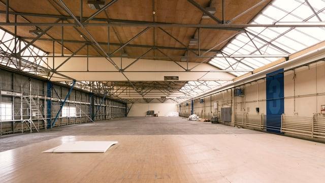 Blick in die leere Halle 3, in die im Sommer bereits erste Forscherteams eingezogen sind.