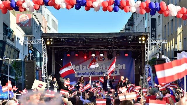 Bühne an Wahlveranstaltung