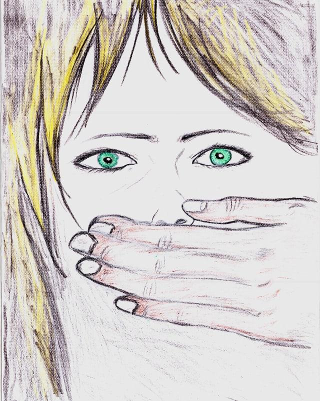Hand hält Mädchen den Mund zu.