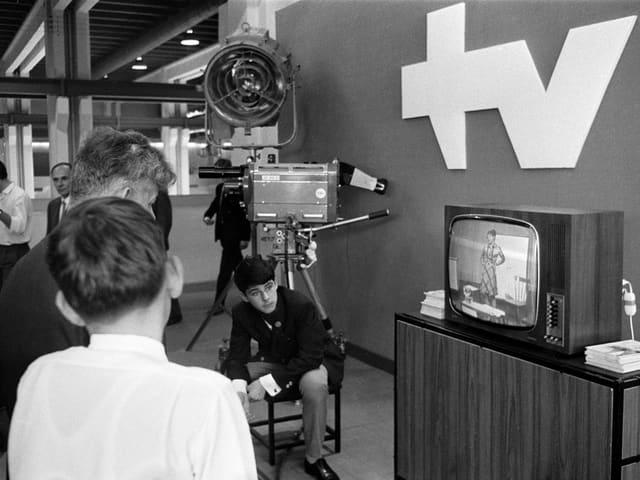 Ein Fernsehstudio an der Mustermesse 1968.