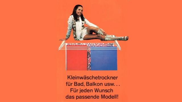 Eine Frau sitzt auf dem Boden. Darunter ein Bild eines Wäscheständers.