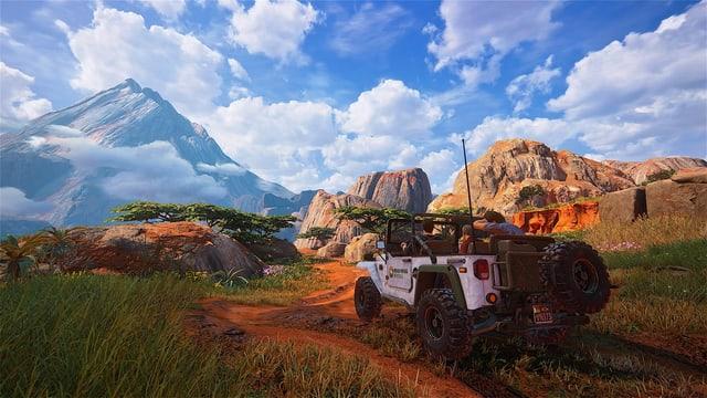 Jeep auf Hochebene vor Vulkan.