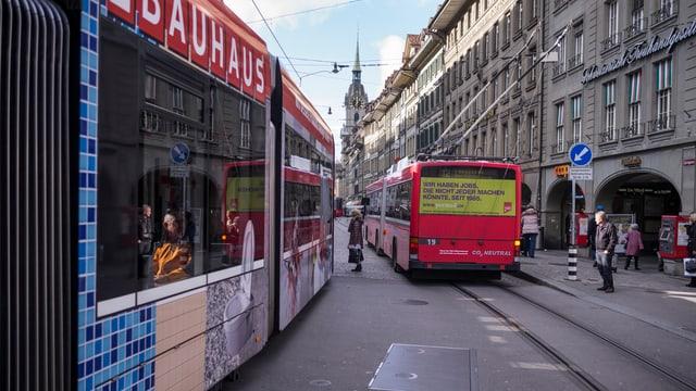 Tram und Bus in der Berner Innenstadt