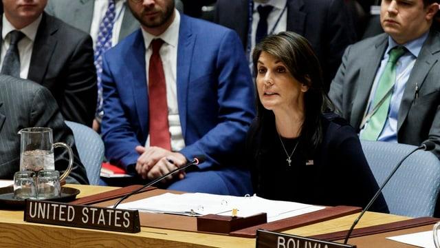 L'ambassadura americana, Nikki Haley, en il Cussegl da segirezza da l'ONU.