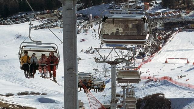 Ina sutgera cun skiunz.