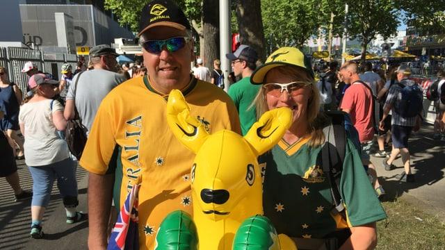Dus fans da l'Australia che escortan il Tour de France.