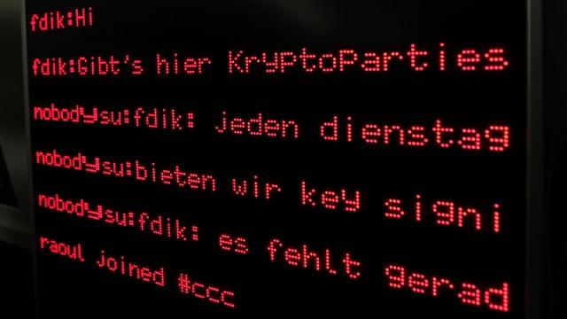 Eine LCD-Anzeige mit dem Text Dienstag Kryptoparty