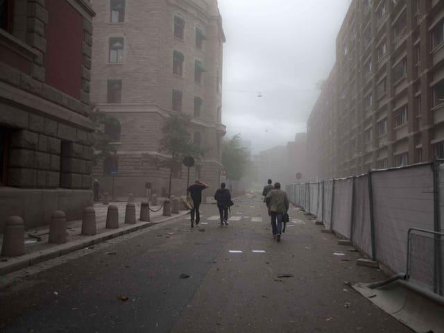 Racuh im Regierungsviertel. Menschen flüchten.